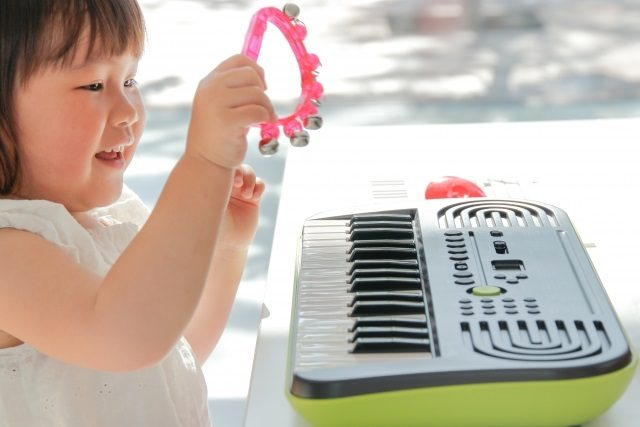 幼児のうちから音楽学習をするメリットとは