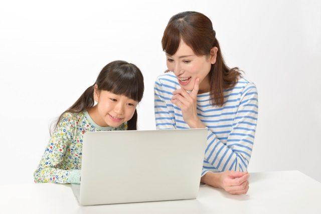 小学生に英語を教える