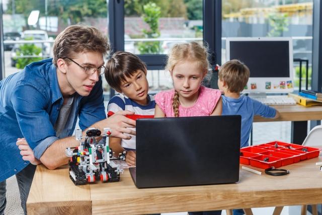 小学生に人気の習い事プログラミング教室