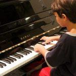 子どもが苦手なピアノはどうしたら続けられる? 長続きするコツとは