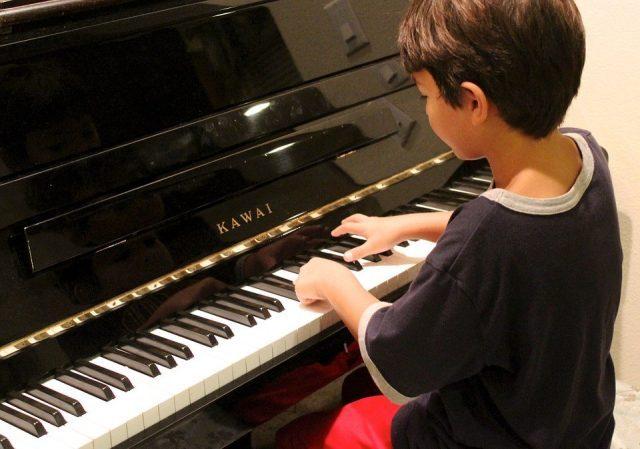 男の子に人気の習い事ピアノ