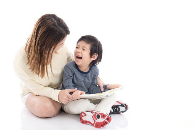 親子でお金に関する本を読む