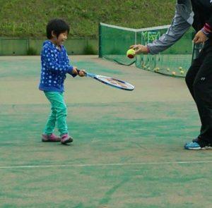 人気の習い事テニス