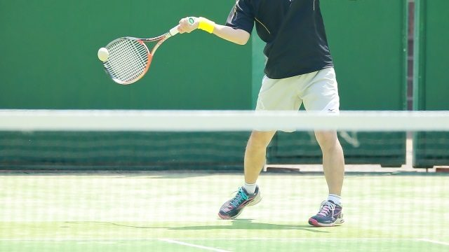 子供の習い事でテニスを始める時期とレッスン内容