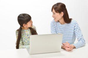 宿題をサポートする親