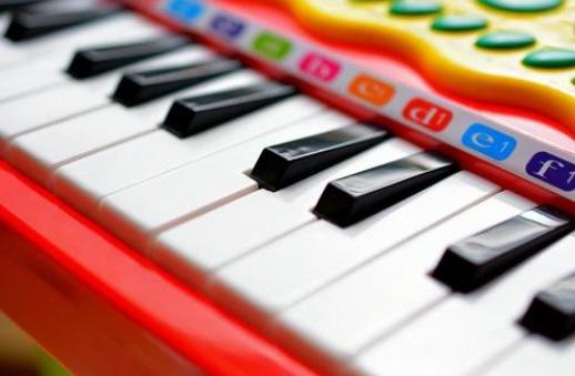 ピアノおもちゃでリトミックも